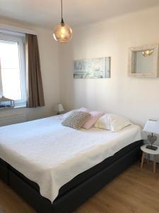 A bed or beds in a room at Knokke Boudewijnlaan