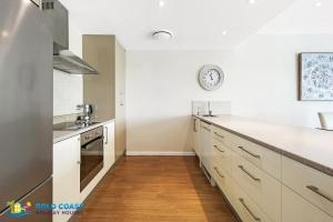 A kitchen or kitchenette at Palms Retreat