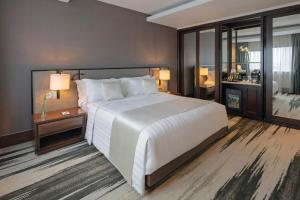 A bed or beds in a room at Gran Melia Jakarta