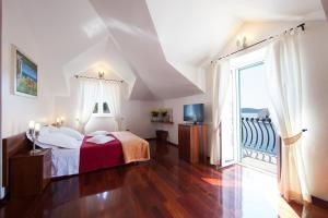 A bed or beds in a room at Villa Slika