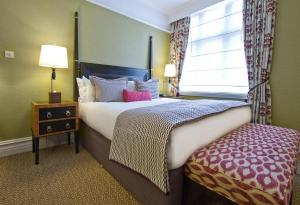 A bed or beds in a room at St. Ermin's Hotel, Autograph Collection
