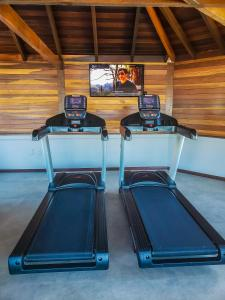 The fitness center and/or fitness facilities at Pousada Bora Bora
