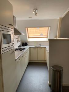 Een keuken of kitchenette bij Stadslogement By Peek