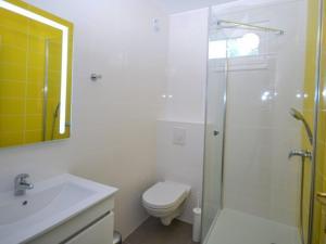 Salle de bains dans l'établissement VVF Villages La Madrague à Saint Cyr sur mer