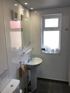 A bathroom at Aran Islands Hotel