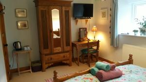 A television and/or entertainment center at Clovercottage