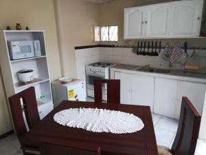 A kitchen or kitchenette at Estamos atendiendo - Casa en Ficoa