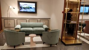 A seating area at Hotel Roma