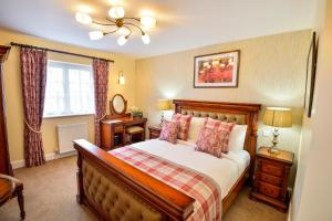 A bed or beds in a room at The Coach and Horses