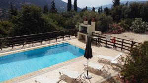 A view of the pool at Villas Ormofia & Ourania or nearby