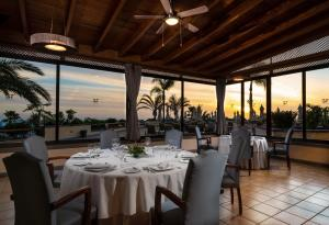 A restaurant or other place to eat at GF GRAN COSTA ADEJE*****