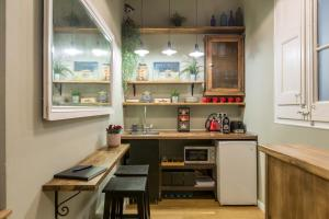 A kitchen or kitchenette at El Born Guest House by Casa Consell