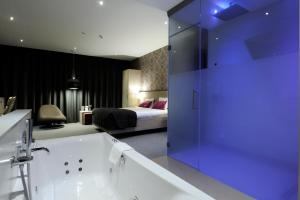 A bathroom at Van der Valk Hotel Brussels Airport