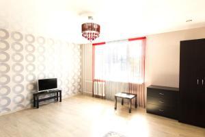 A television and/or entertainment center at VipHouse Dzhalilya Kiekbaeva 4