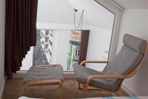 A seating area at RVA - Porto Central Flats