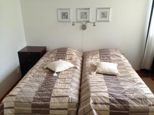Vuode tai vuoteita majoituspaikassa Huoneistohotelli Lumihovi