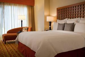 A bed or beds in a room at Renaissance Phoenix Glendale Hotel & Spa