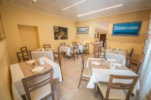 A restaurant or other place to eat at Hotel Rosa