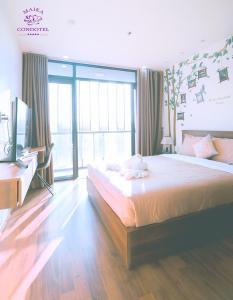 A bed or beds in a room at Maika Condotel Dalat