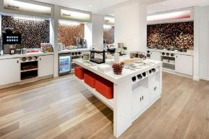 A kitchen or kitchenette at Hampton by Hilton Dundee