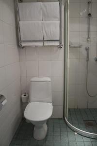 Kylpyhuone majoituspaikassa Hotel Fjalar
