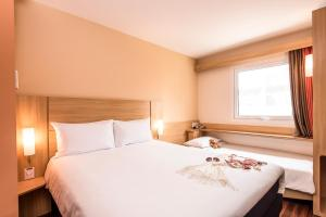 A bed or beds in a room at Ibis Larco Miraflores