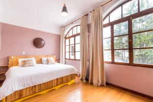 Cama ou camas em um quarto em Masaya Hostel Quito