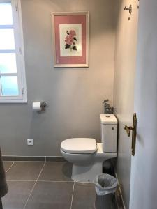 A bathroom at La Tour de Saint Cyr