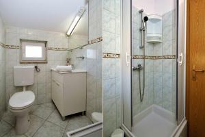A bathroom at Apartments Jagoda