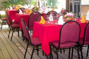 A restaurant or other place to eat at Elite Hotel Haiti