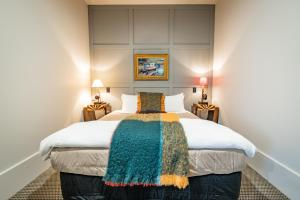 A bed or beds in a room at Poshtel