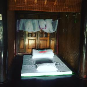 A bed or beds in a room at Xu Xu Homestay Lao Chai