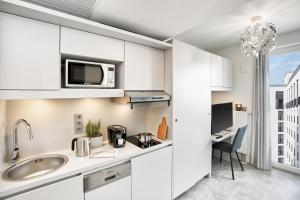 A kitchen or kitchenette at H.ome Serviced Apartments München