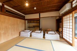 A bunk bed or bunk beds in a room at Yuzan Guesthouse