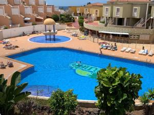 Vista de la piscina de Apartamentos Costa Adeje o alrededores