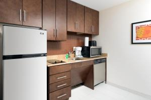 A kitchen or kitchenette at TownePlace Suites by Marriott Eagle Pass
