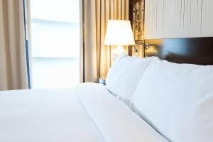 A bed or beds in a room at Hamilton Hotel - Washington DC