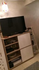 A television and/or entertainment center at Sleep N Dream Ouasis2 Ezdihar