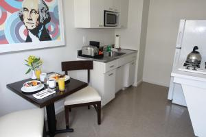A kitchen or kitchenette at State Plaza Hotel