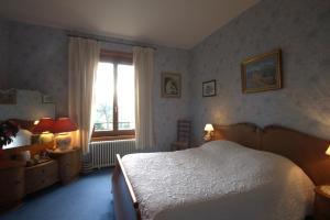 Un ou plusieurs lits dans un hébergement de l'établissement Petit Manoir du Bosc