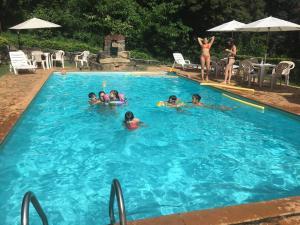 A piscina localizada em Hotel Solar dos Montes ou nos arredores