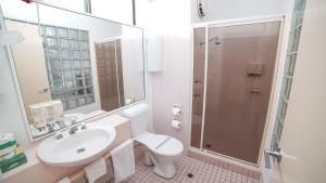 A bathroom at Country 2 Coast Motor Inn Coffs Harbour