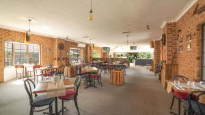 A restaurant or other place to eat at Country 2 Coast Motor Inn Coffs Harbour