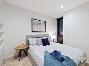 A bed or beds in a room at Melbourne City 1 Bed A Perfect Tranquil Sanctuary