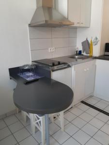 O bucătărie sau chicinetă la Studio Tripiers
