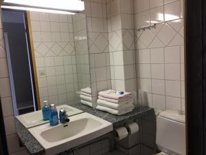 Ett badrum på Hotelli Pellonhovi