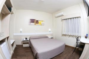 A bed or beds in a room at Hotel Express Rodoviária