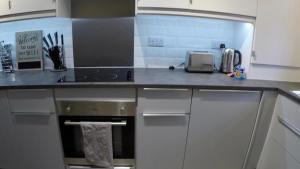 A kitchen or kitchenette at Garden Flat