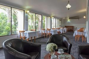 A restaurant or other place to eat at Econo Lodge Toowoomba Motel & Events Centre