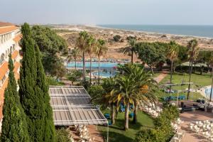 Vista sulla piscina di Gran Hotel del Coto o su una piscina nei dintorni